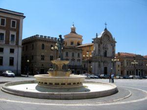 абруццоГлавная площадь Дуомо в ЛAквиле